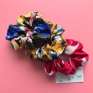 Floral Scrunchie - Black Mustard Red